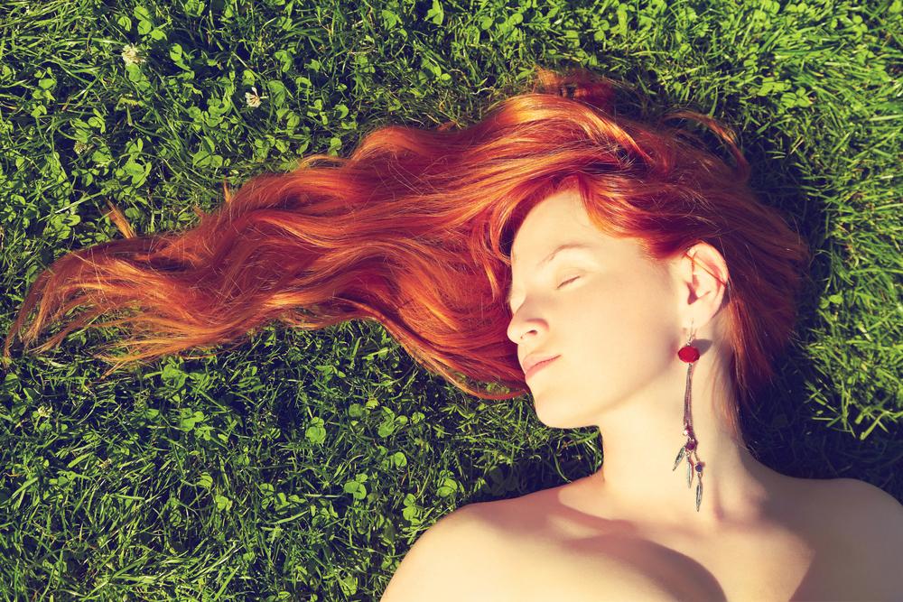 Окрашенные волосы: 6 ошибок в уходе, которые лишают цвет сияния