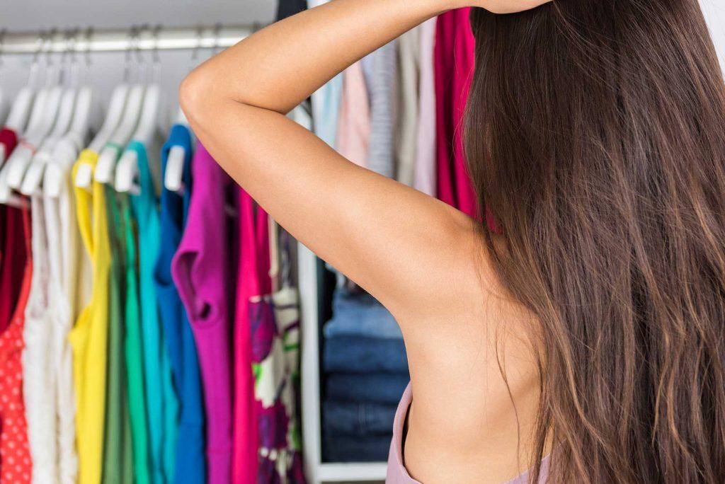 Полный шкаф, надеть нечего: 5 причин, почему так происходит