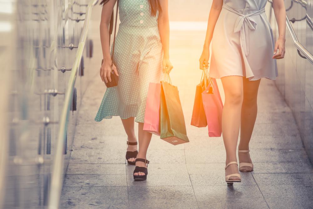 Распродажи в конце лета: выгодная покупка vs деньги на ветер